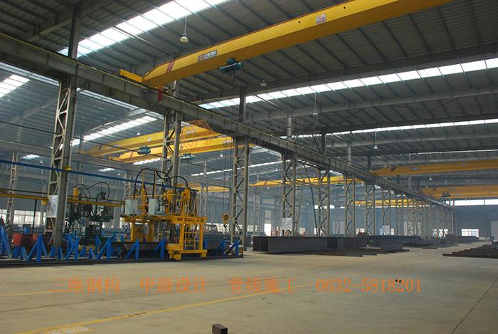 在钢结构设计时,钢结构柱应满足轴压比要求(≤0.