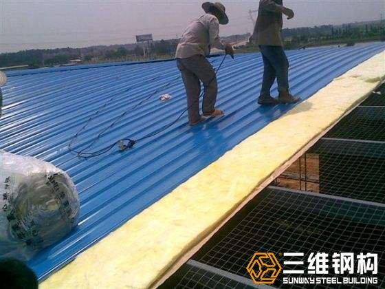 钢结构厂房保温棉墙面施工